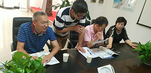 硅酸盐研究所与卢湘仪共同研制特定温度下专用离心机