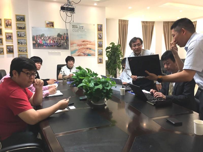 国外一企业与卢湘仪进行全自动生化分析仪器合